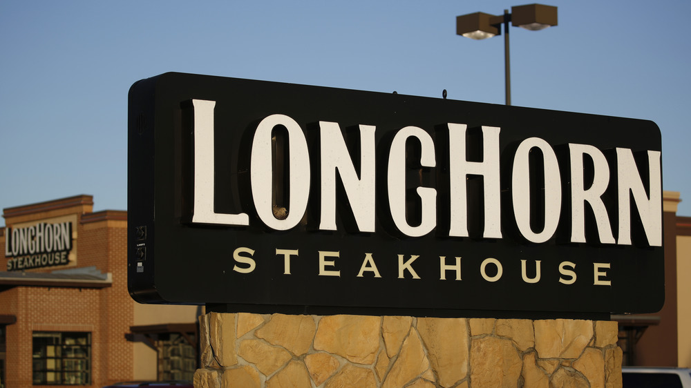 LongHorn Steakhouse sign and restaurant