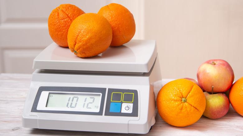 Oranges on scale