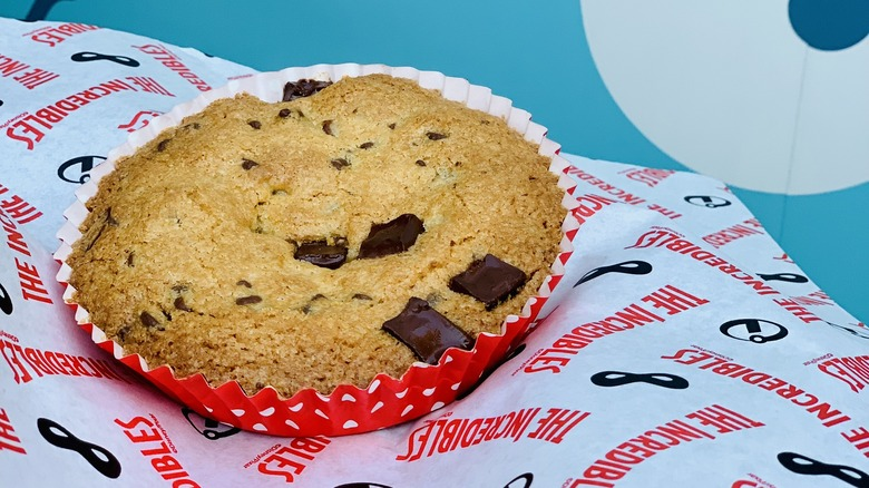 disneyland giant chocolate chip cookie num num