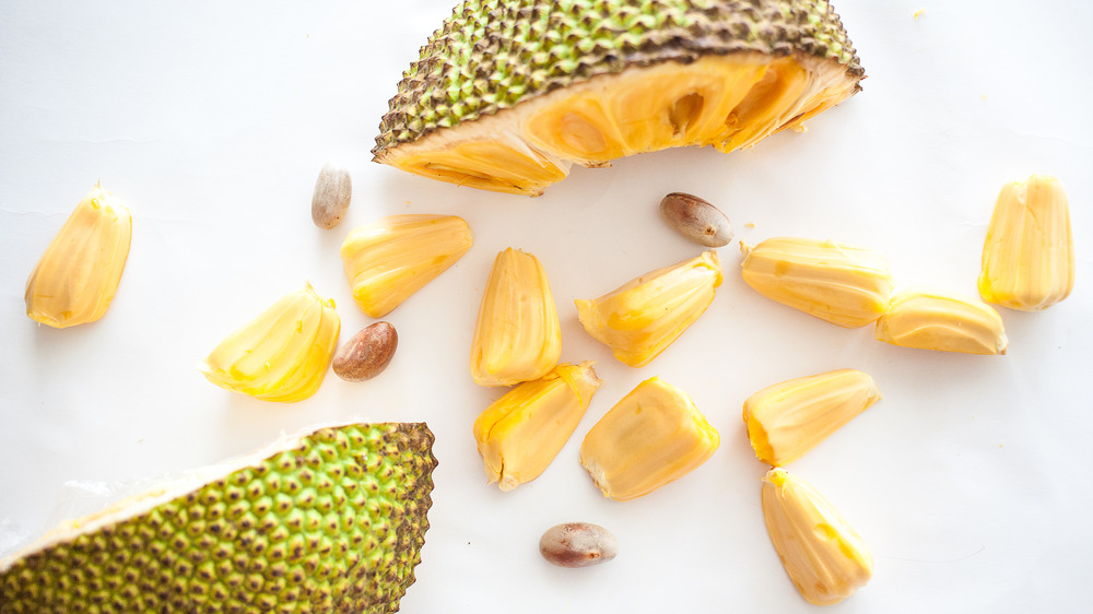 fresh jackfruit slices