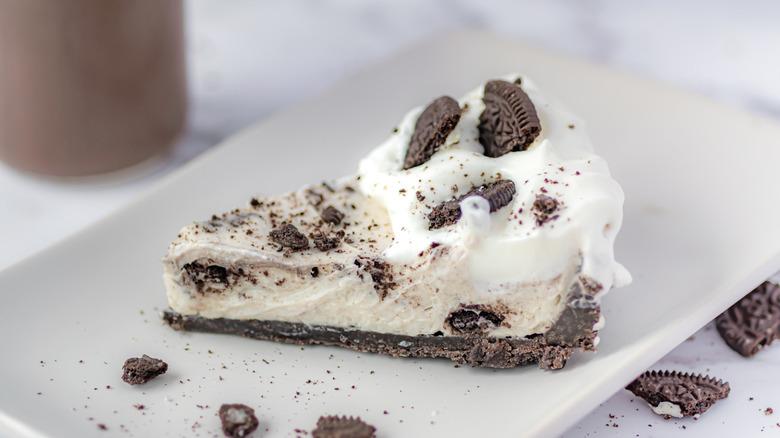 no-bake Oreo cheesecake served