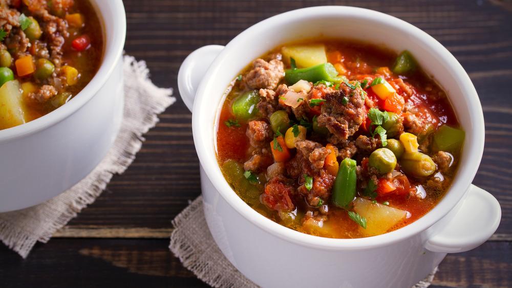 Hamburger stew in small bowls