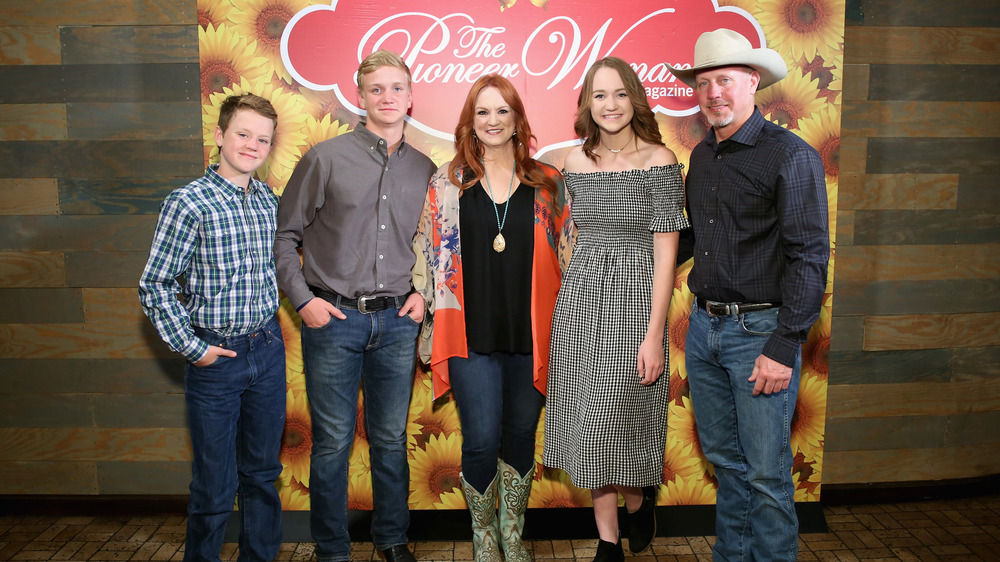 Ree Drummond posing with her family