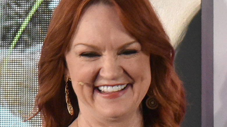 Ree Drummond peaking at an event