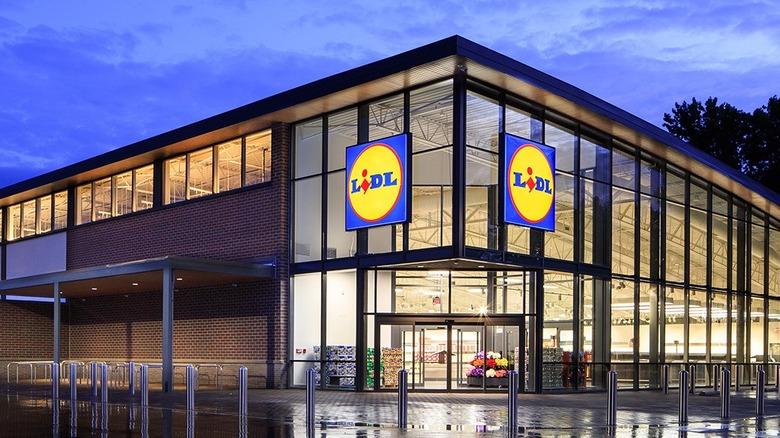 Lidl storefront