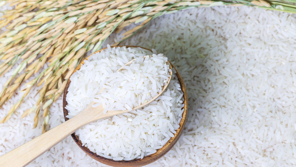 Uncooked white rice in a brown bowl