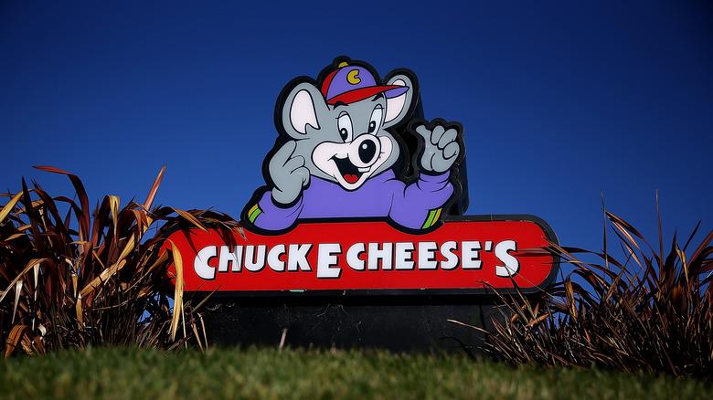 Chuck. E. Cheese sign