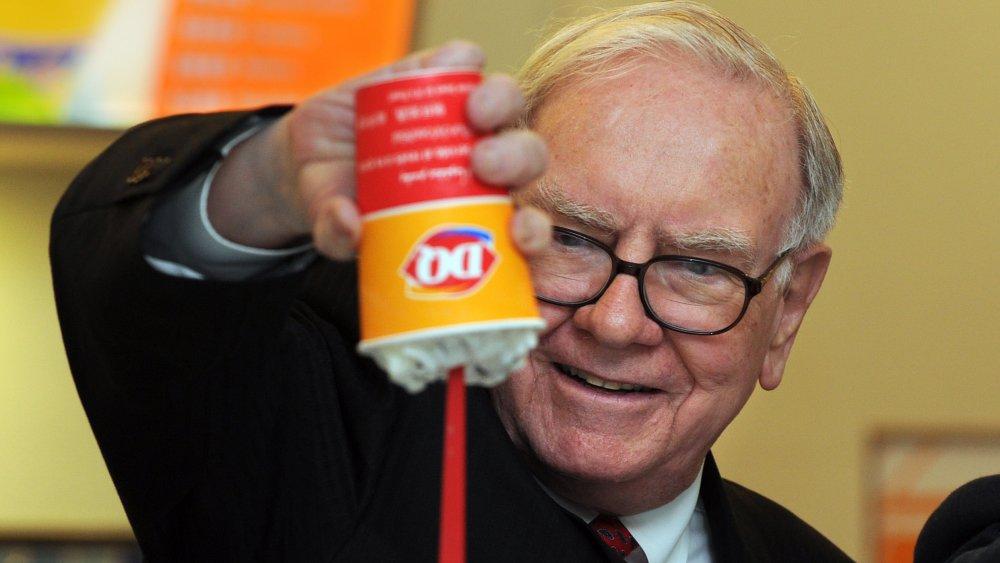 Warren Buffet turns a Dairy Queen Blizzard up-side-down