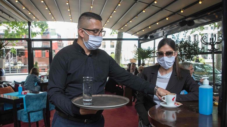 restaurant facemask