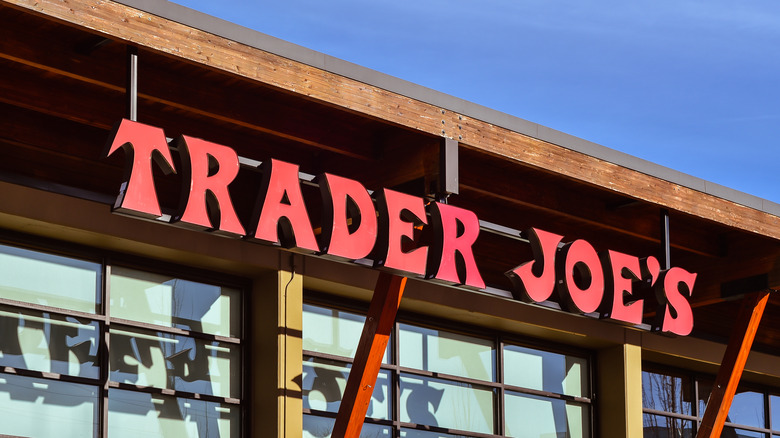 Long lines in Trader Joe's store with people paying at cashier registers