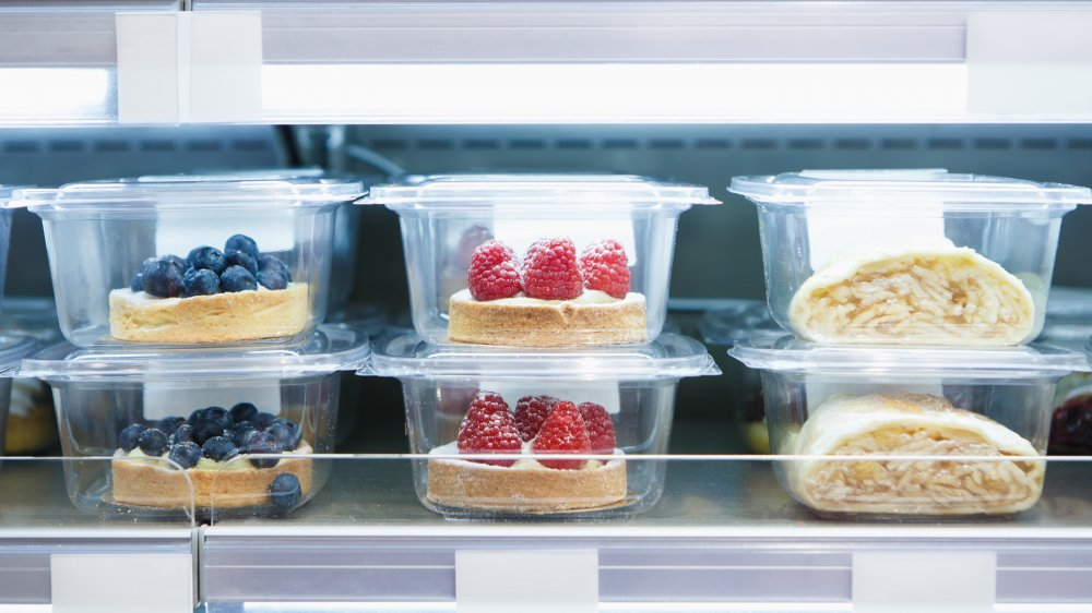 prepackaged desserts in a grocery store bakery
