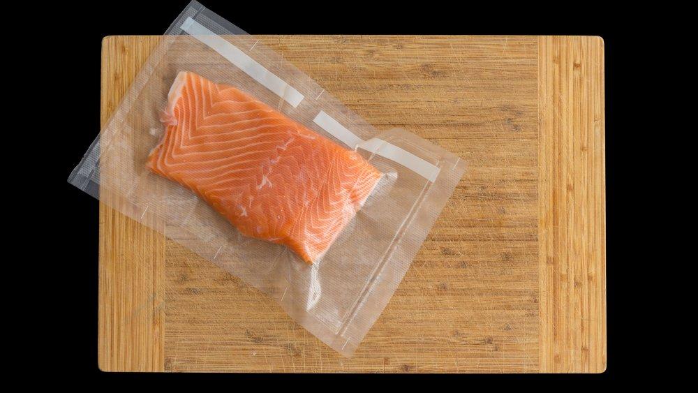 Vacuum-packed fish