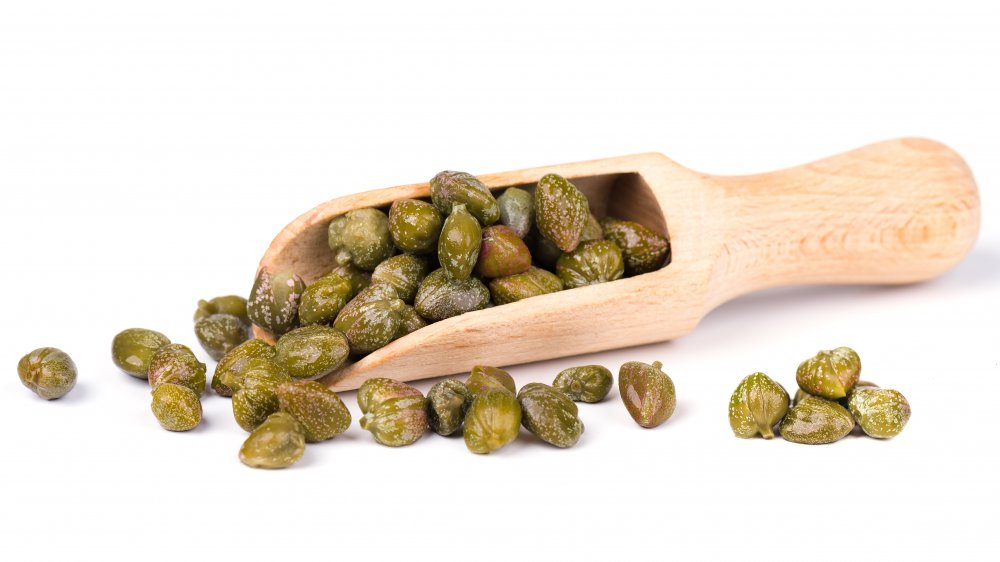 A scoop of capers