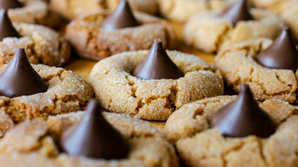 Rows of peanut butter blossom cookies