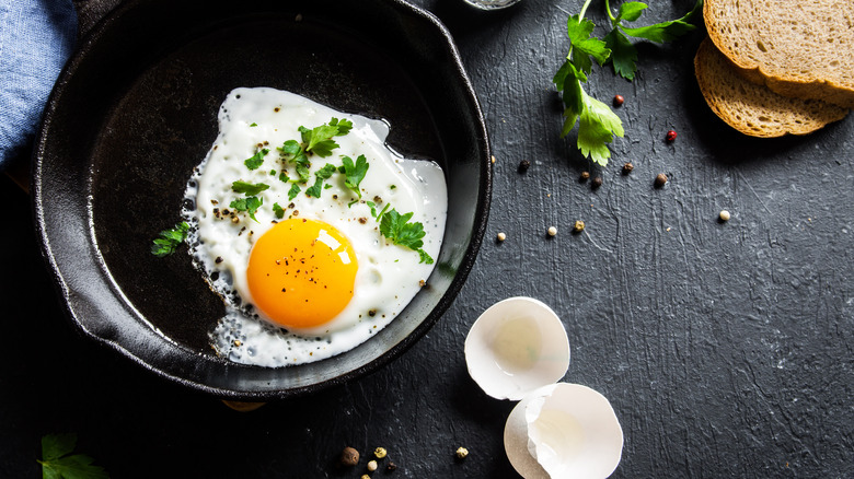 fried egg in cast iron pan