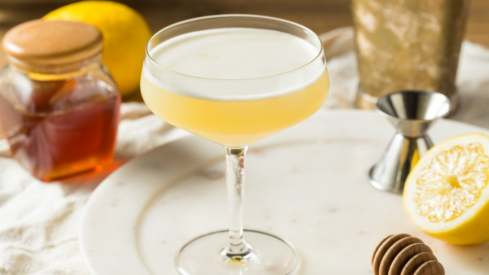 Bees Knees cocktail with honey and lemon