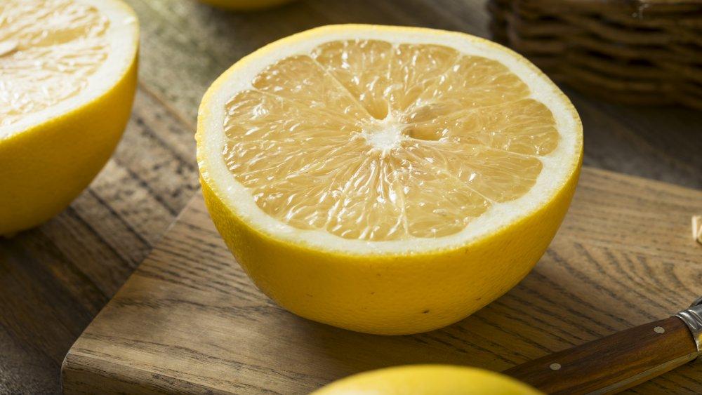 Raw sour grapefruit