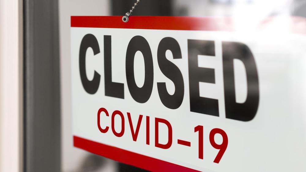 Retail window covid closure sign