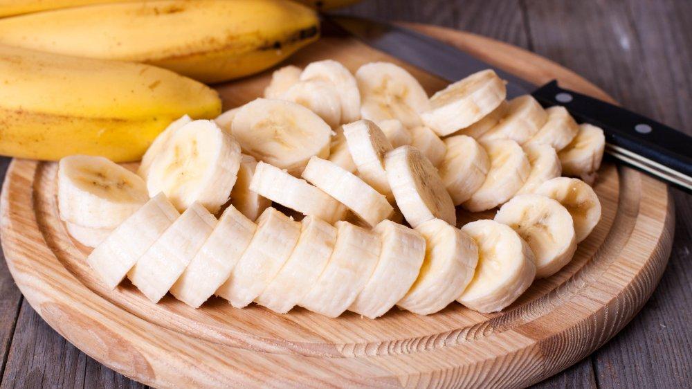 Cut-up bananas on a cutting board