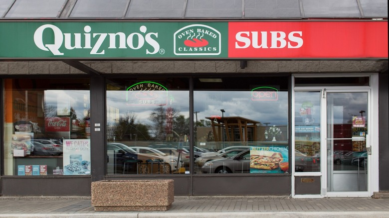 Quiznos subs storefront