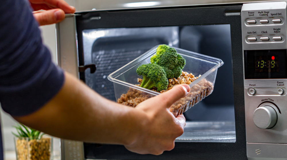 Lentil and broccoli in microwave