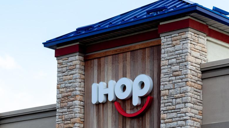 IHOP storefront