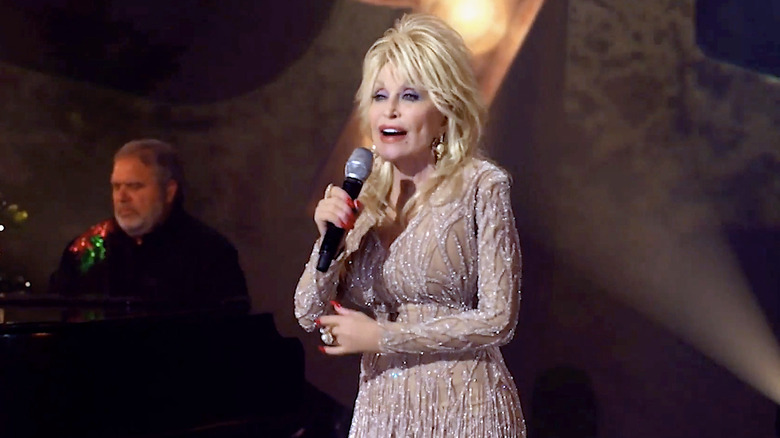 Dolly Parton performing