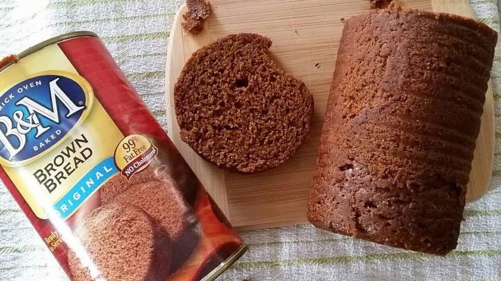 Can of brown bread and bread on cutting board