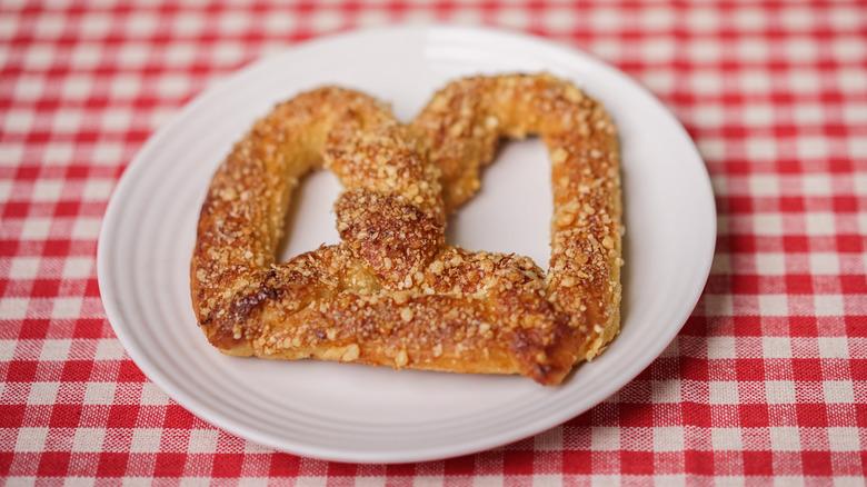 Auntie Anne's pretzel plate