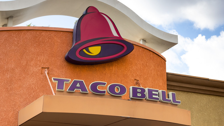 image of Taco Bell exterior