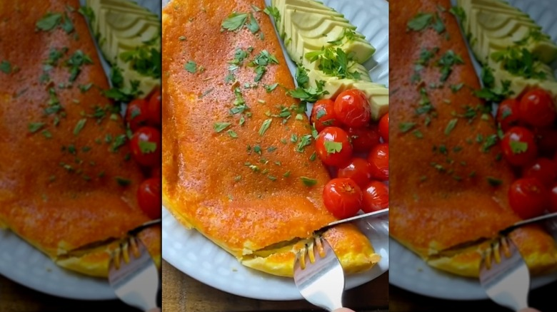 Reverse omelet with tomato
