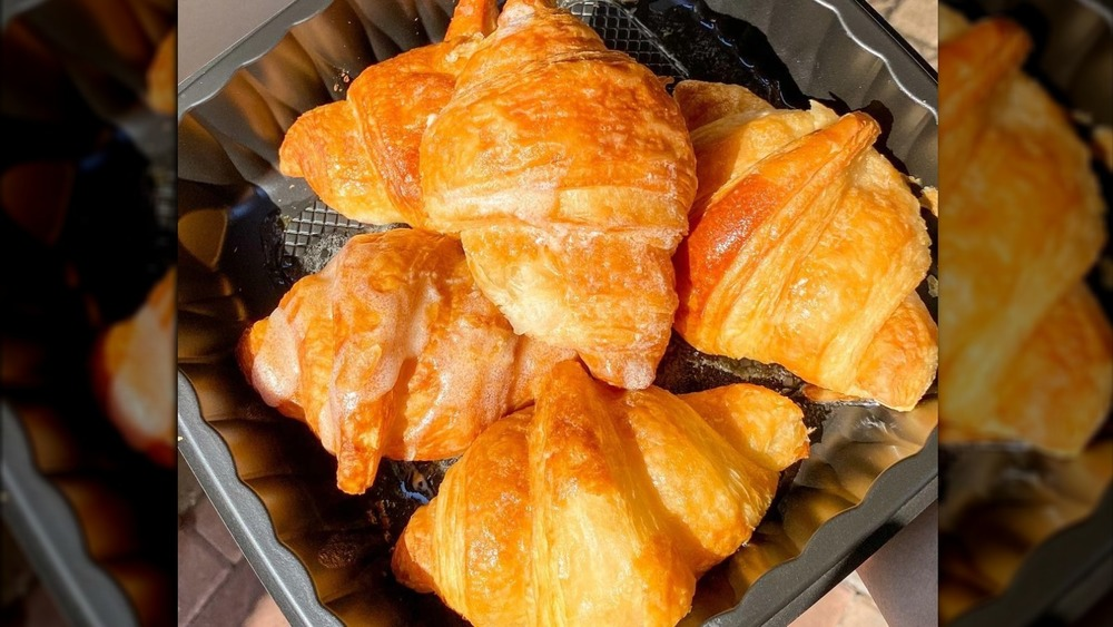 Cheddar's Scratch Kitchen's croissants