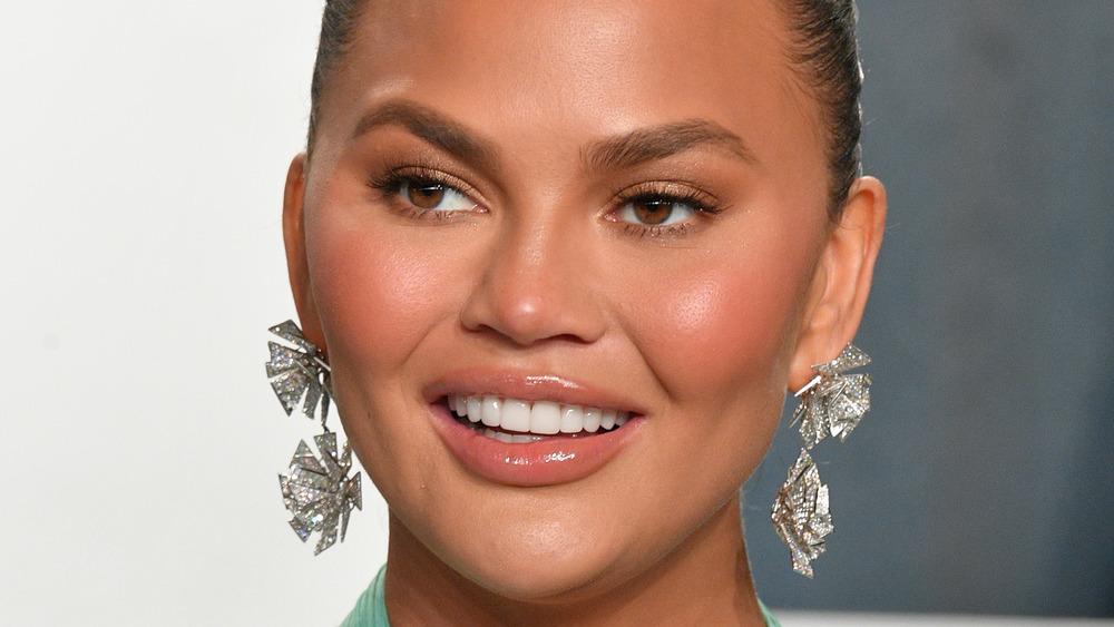 A close-up shot of actress  Chrissy Teigen
