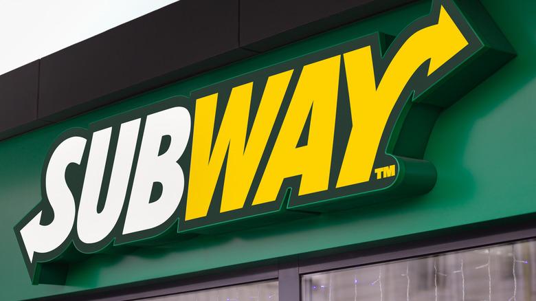 Green, yellow, and white Subway restaurant sign