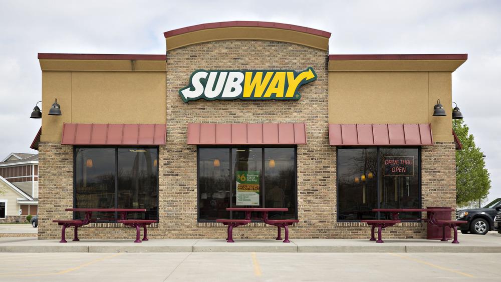 Facade of Subway restaurant