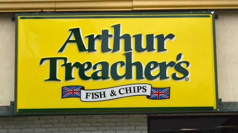 Arthur Treacher's logo