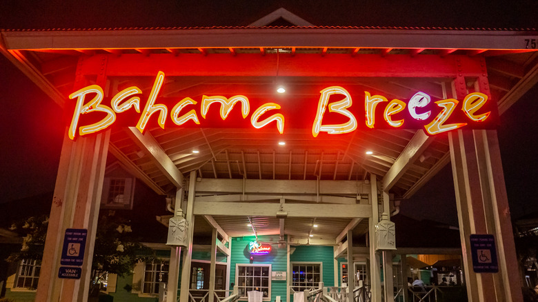 Bahama Breeze sign and entryway