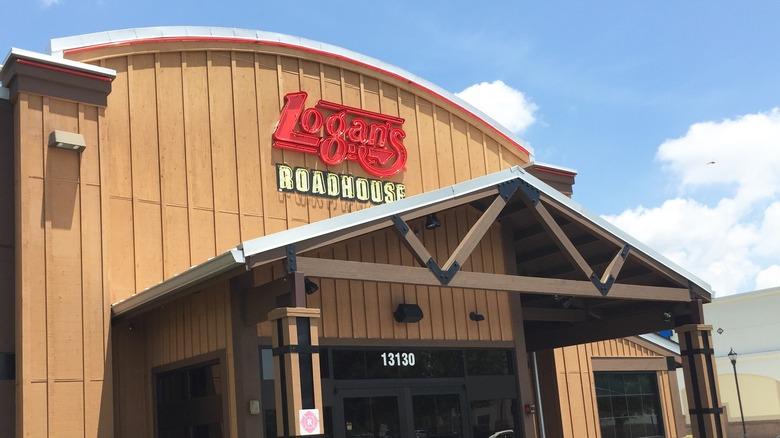 Logan's Roadhouse exterior