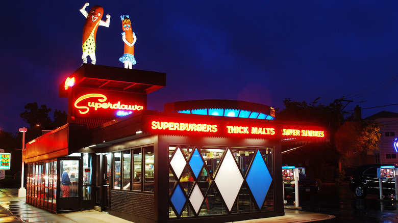 Superdawg Drive-in at night