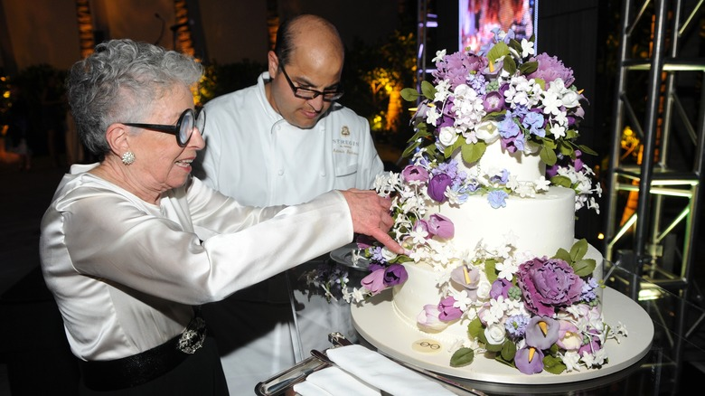 Sylvia Weinstock preparing a floral wedding cake