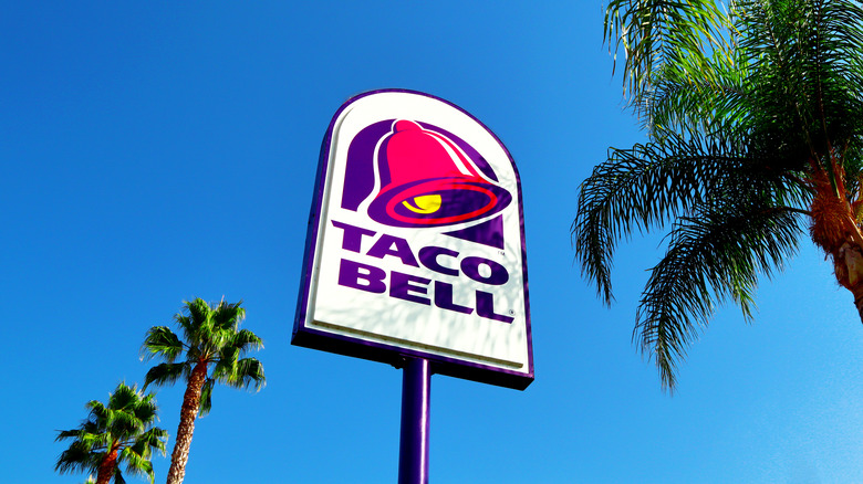 taco bell store sign against sky