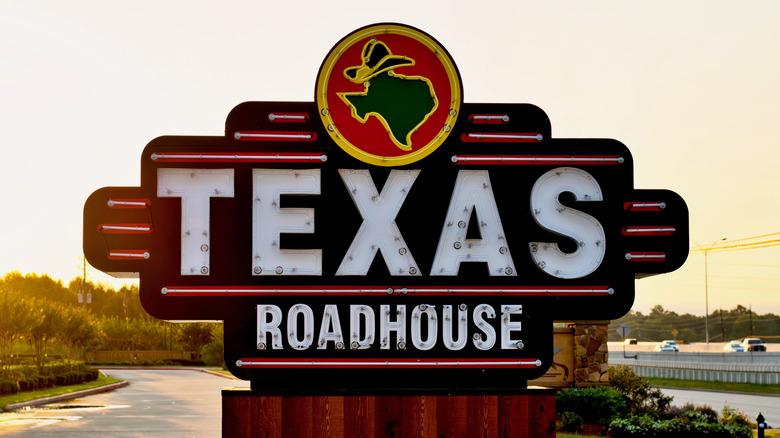 texas roadhouse sign