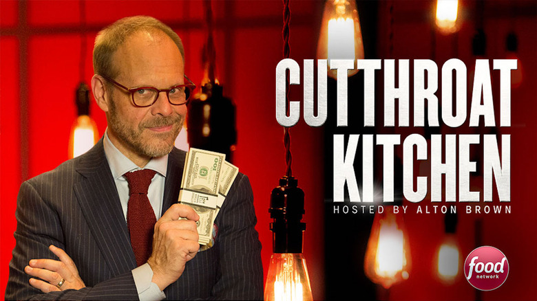 Cutthroat Kitchen promo shot with Alton Brown holding cash