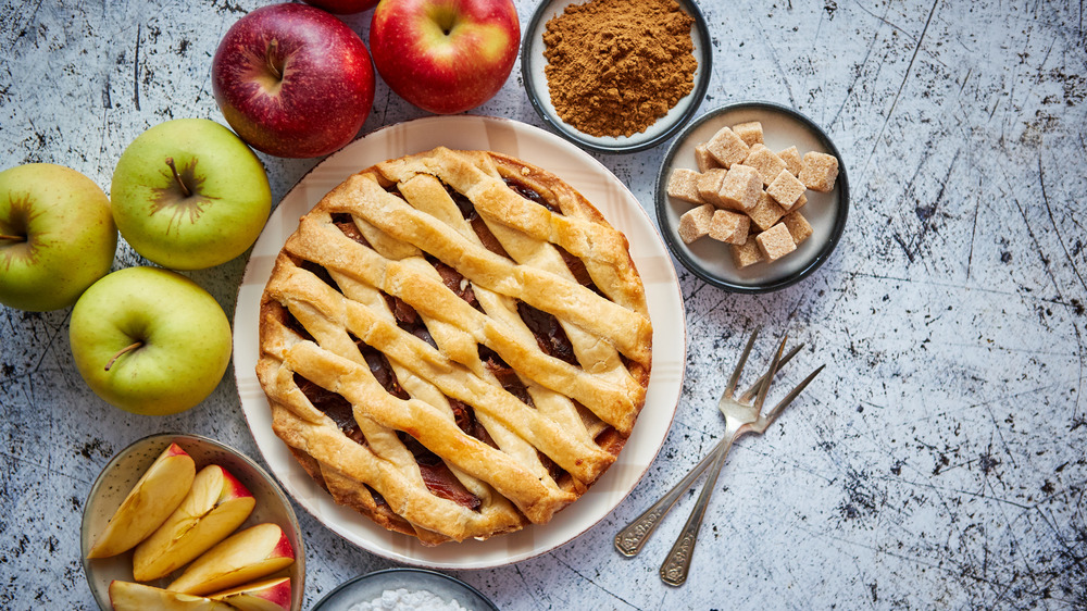 Apple pie with apples, cinnamon, and sugar