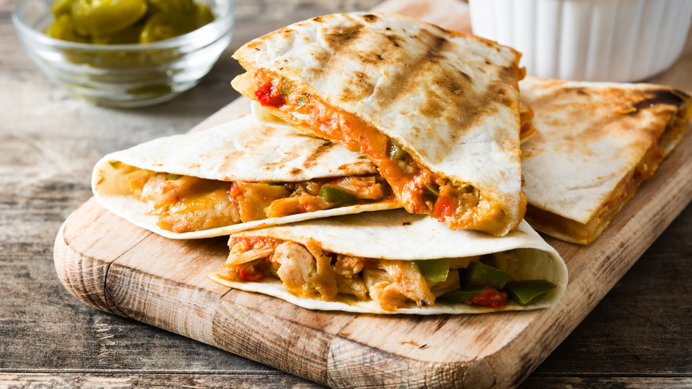 quesadilla with meat filling