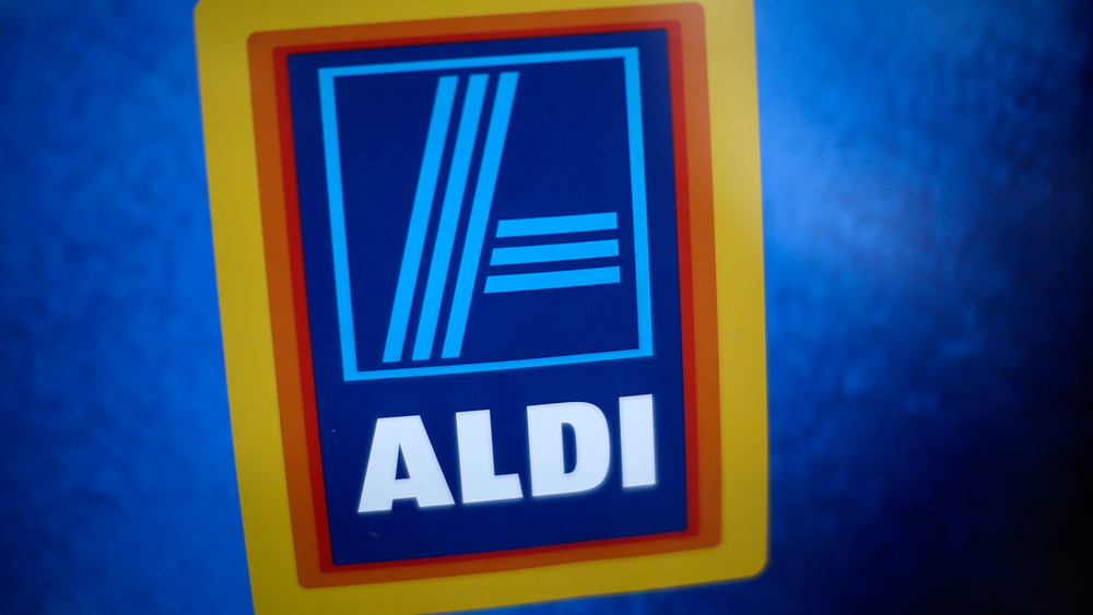 A logo at an Aldi store