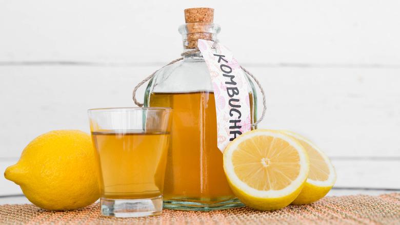 Kombucha jar with lemons