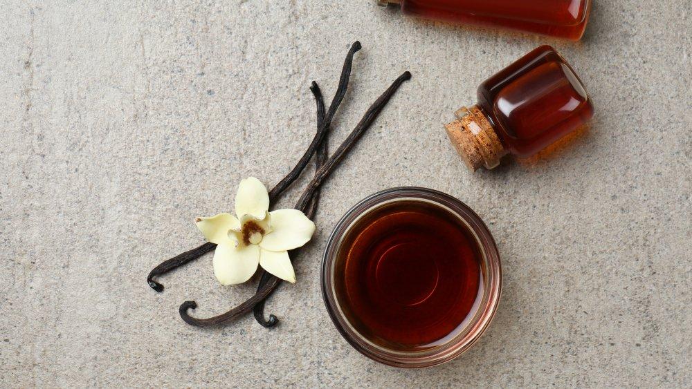 vanilla bean, flower, and extract