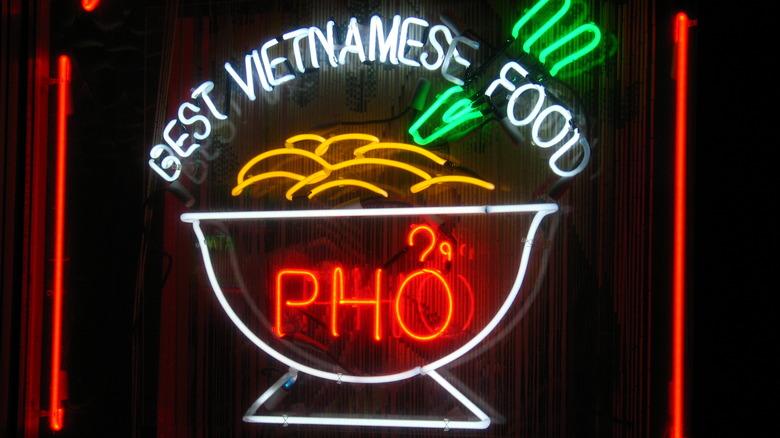 Vietnamese restaurant neon pho sign