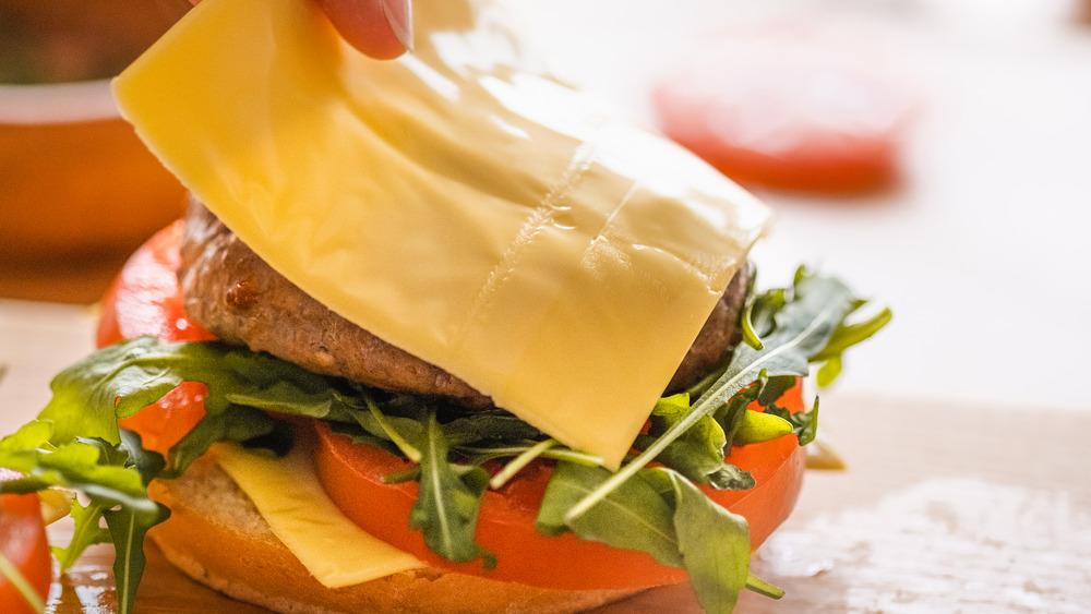Hamburger made with American cheese